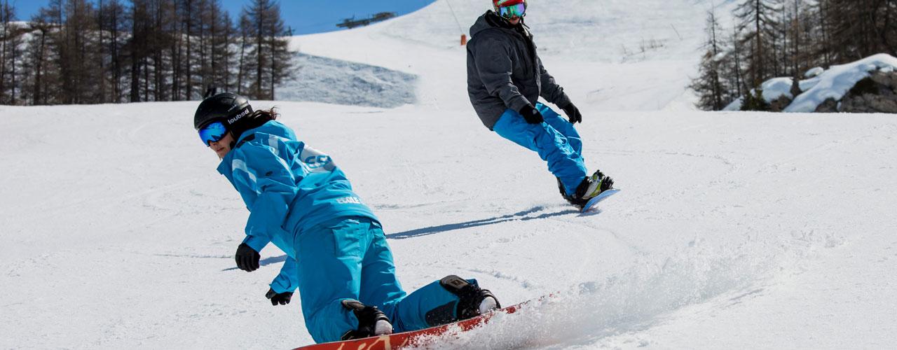 Un cours collectif de snowboarders à Serre Chevalier Vallée