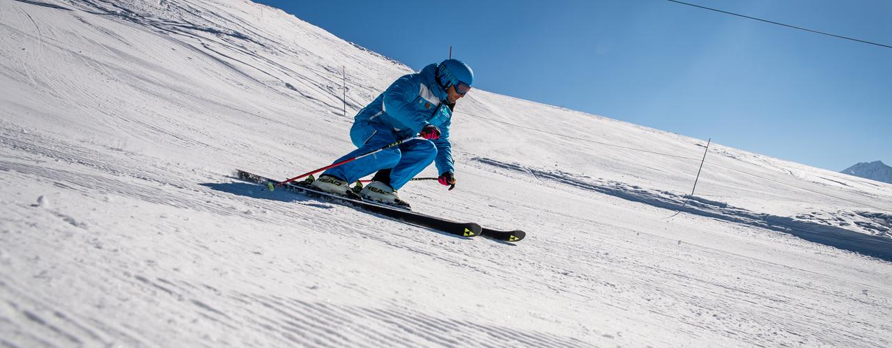 Image montrant le moniteur de ski en stage compétition de slalom